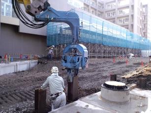 LHV-07によるH鋼杭施工
