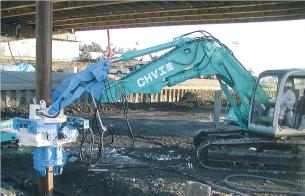 CHV-200による桁下H形鋼杭施工